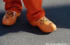 Болельщик из Нидерландов с олимпийской символикой.