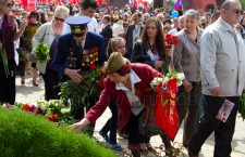 Захоронения красноармейцев утопали в цветах