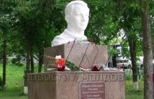 В селе Березложь после реставрации открылся памятник Юрию Гагарину