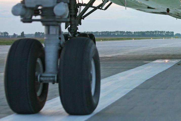 самолет шасси