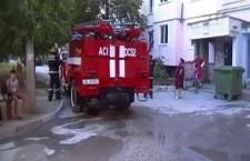 В Бельцах пожарные за несколько минут вызволили хозяина охваченной огнем квартиры
