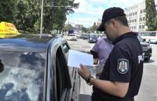 Полиция проверяет наличие лицензий у водителей такси