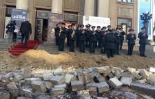реомнт бульвара Штефана Чел Маре у здания театра М. Эминеску
