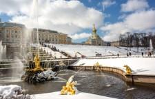 фонтаны петергофа под снегом