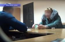 гражданка Молдовы дает взятку полицейскому в России