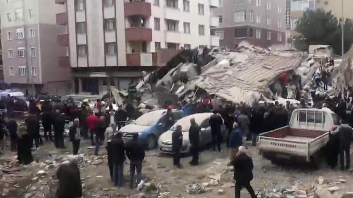 Стамбул, здание рухнуло